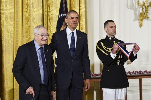 Albert Bandura Receives National Medal of Science @WhiteHouse https://t.co/zxHAyoUgHw [Photo credit: Ryan K. Morris] https://t.co/GazUSQkHPA