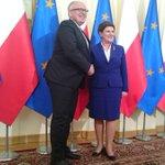 Premier @BeataSzydlo powitała w #KPRM wiceprzewodniczącego KE @TimmermansEU https://t.co/lc4MP5hEHC