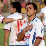 """El 24 de mayo de 2009, Nacional derrota a Peñarol 3 a 2 por el Clausura con 3 goles de Gustavo """"Grillo"""" Biscayzacú https://t.co/ECpL9RwwiQ"""