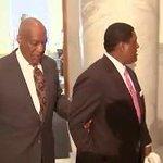 #BREAKING: Cosby walks into courtroom https://t.co/hveuq6P0sB #BillCosby https://t.co/MmVtlezxp8