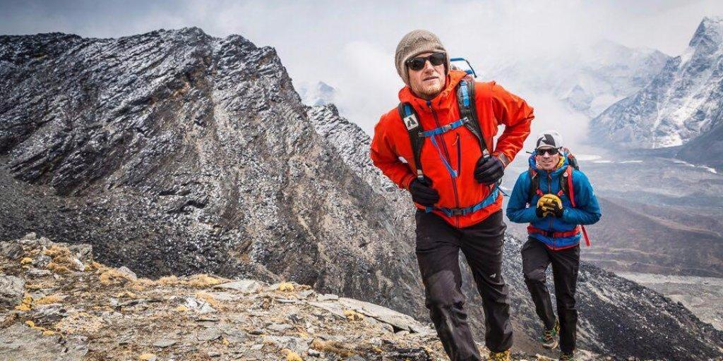BREAKING NEWS: @coryrichardsNG summits #Everest w/o supplemental O2. @alpenglowexp turns back at 8,480 meter mark. https://t.co/wJ3pyJj4Ey