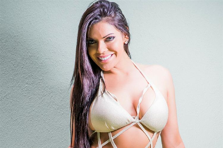 RT @JornalNoticias: Ela prometeu e cumpriu: Miss Bumbum em nu integral https://t.co/9ZsEQdhNpZ https://t.co/fUCeMd8HtW
