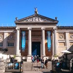 Britains first museum is 333 years old! The original Ashmolean officially opened to the public #onthisday in 1683 https://t.co/4wWwuTuEIn