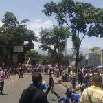FOTOS Reportaron protesta e intento de saqueo en Carapita por falta de comida - https://t.co/sy8w5Ff2h2 https://t.co/e1BwGjyoqH