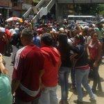 FOTOS Reportaron protesta e intento de saqueo en Carapita por falta de comida - https://t.co/sy8w5Ff2h2 https://t.co/UaUpiCnYJq