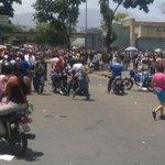 FOTOS Reportaron protesta e intento de saqueo en Carapita por falta de comida - https://t.co/sy8w5Ff2h2 https://t.co/IYiQEWJUlJ