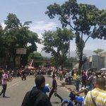 PNB reprime protesta por comida en Carapita https://t.co/4hQq5DYwsZ https://t.co/XWTr63cohj