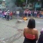 4:15 pm Protesta en Intercomunal de Antímano pasando Carapita. Sin servicio de M estación Carapita. Foto @Castrorai https://t.co/8OpKcsszbV