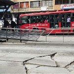 Peñalosa -SÍ- bombardeó autopistas con sus losas malas, sr YouTuber @DanielSamperO https://t.co/taPu36Dk8X