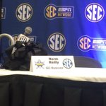 Nice tribute by the SEC: an empty microphone in honor of Norm Reilly, who passed away earlier this year. https://t.co/ICeDDEVuaD