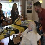 Vitesse komt bingo spelen bij bejaarden in Arnhem https://t.co/ASI7naKzfo https://t.co/7qy5F05vDV