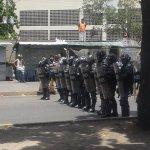 Tensión al oeste de Ccs (Carapita, Pérez Bonalde y San Martín)por temor a no conseguir alimentos tras horas en colas https://t.co/yhspZQusI4