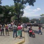 En Carapita pueblo que salió a la calle a buscar comida! #24Mayo https://t.co/muP9w9hqwi https://t.co/lRK6d1NjiZ @lilianrangel