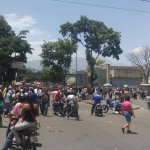 @sol651: ALERTA Trancan intercomunal de Antimano Cerrada estacion del metro Carapita Pueblo en la calle saqueando https://t.co/BdxgkzLjoZ