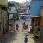 #24May ATENCION siguen los disturbios en #Carapita #Caracas #SinComida el pueblo baja y se enfrentan a la GNB https://t.co/TKkCZwCMrp