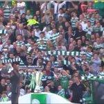 Bir Celtic taraftarı, Brendan Rodgers için yapılan imza töreninde çocuğunu atkı yerine kullandı. https://t.co/gvGRwXisnw