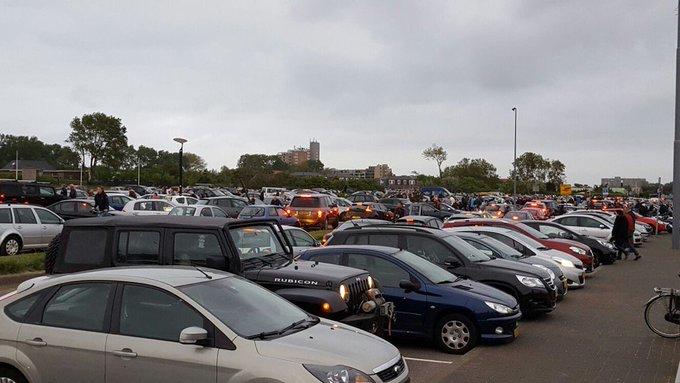 En dan een gezellige verkeerschaos als iedereen tegelijk weg wil rijden op de boulevard. https://t.co/IfY9WRXH3t