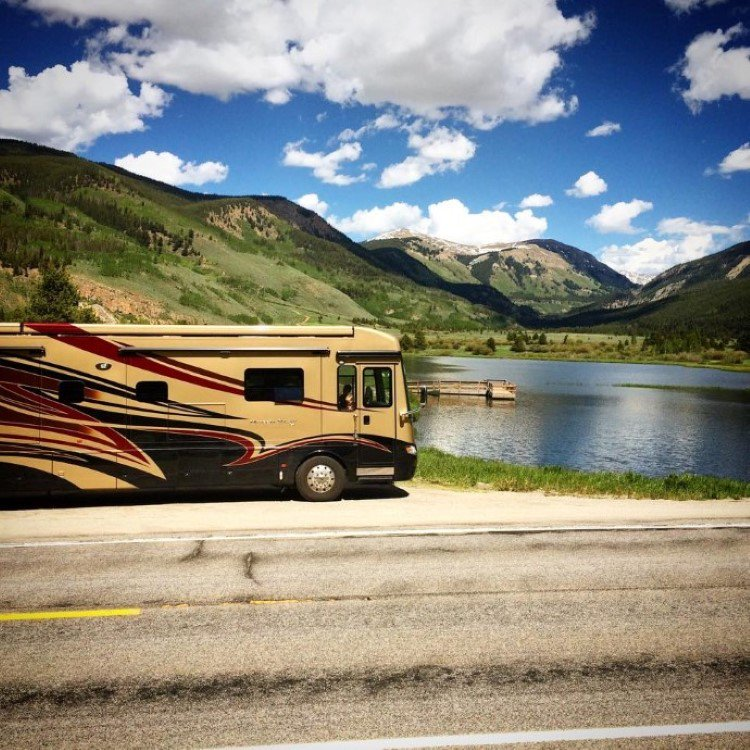 Who's done an RV vacation? @TravelingMoms has 8 great reasons to explore by RV: https://t.co/tGwP2UAcA7 #TMOM https://t.co/bJU9IPEOsp
