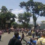 RECLAMAN POR COMIDA Reportaron conatos de saqueos en Carapita https://t.co/uv114nyd3s https://t.co/RzuPIOf9np