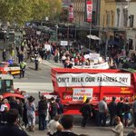 Hundreds of dairy farmers are rallying in the Melbourne CBD over cuts to milk prices @3AW693 https://t.co/zY9wAhdRc7