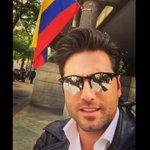 Bustamante envía su apoyo a los venezolanos con una bandera de Colombia https://t.co/P8Ba7x2HJY #OrgulloFriki https://t.co/CWMqHq4sAX