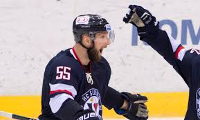 C. Barker was announced as the best Dman in @khl regular season 15/16 with 40 points. #closingceremony #vernislovanu https://t.co/sNjXNNjJDE