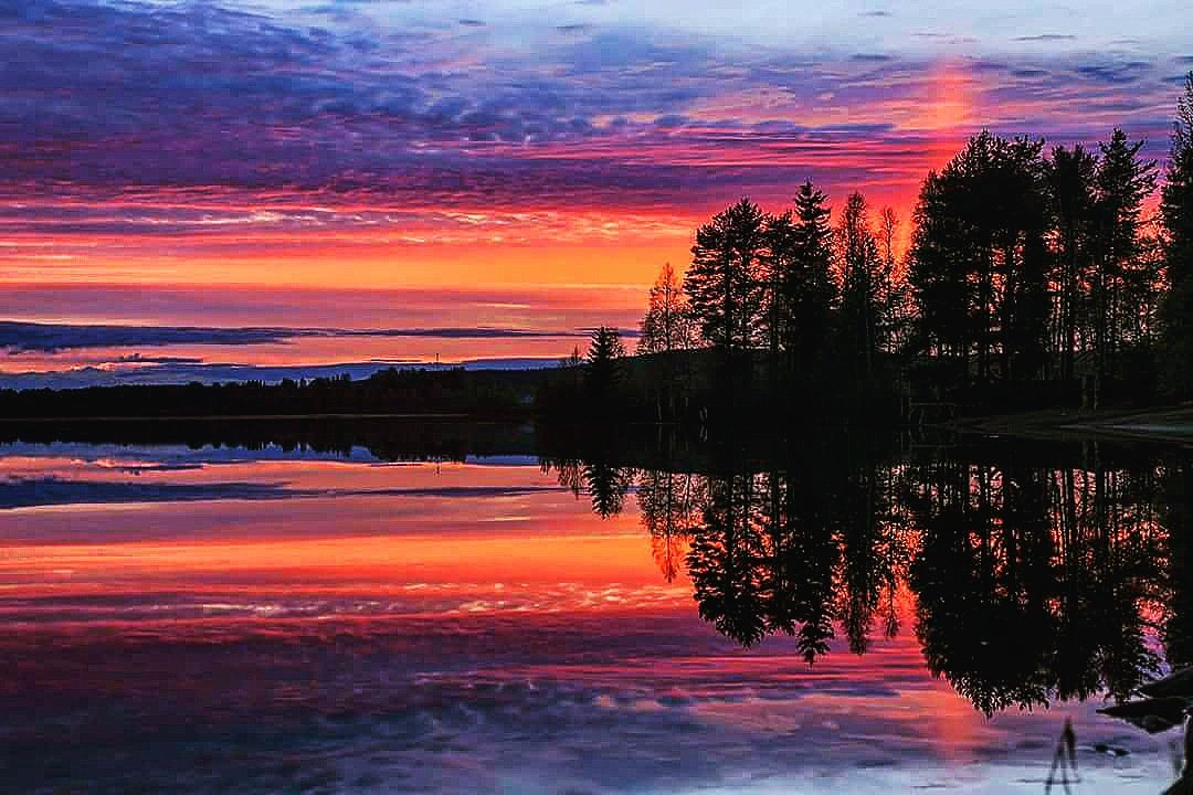 MT @smjasim: #Midnightsun in the arctic circle  #Lapland #Finland last night at 12:35am https://t.co/xcbcCDcZz8