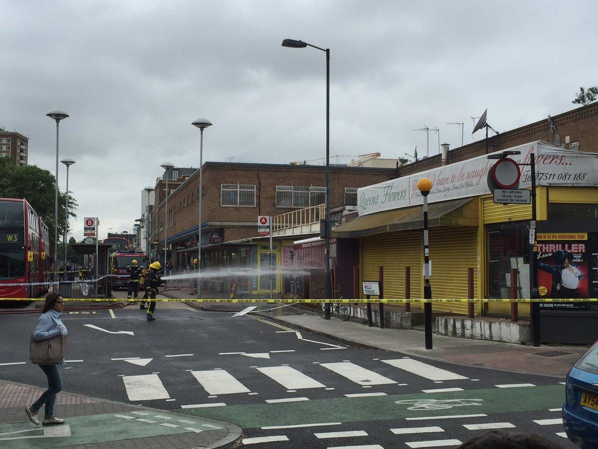Massive explosion at Finsbury Park station :-/ https://t.co/UdWXWad0mK