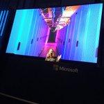 #decode16 #RoomF Microsoftのデータセンターは白いらしい!(黒いイメージがあった) https://t.co/cv1c3JsLvW