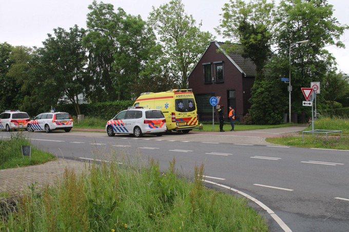 Ongeluk aan de Galgeweg Naaldwijk thv St. Jorispad tussen twee fietsers. Een gewond naar het ziekenhuis vervoerd https://t.co/bcbEpJTl0u