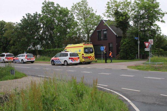 Ongeluk aan de Galgeweg Naaldwijk thv St. Jorispad tussen twee fietsers. Een gewond naar het ziekenhuis vervoerd https://t.co/dhubffne1K