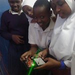 watching a girl  handling  #electronic components! @pwaniteknowgalz   cc @techwomenkenya  #mombasagirlsinstem https://t.co/d8fq5x4Zbh