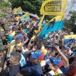 #25Mayo La marcha de la MUD arriba al TSJ y son recibidos por un piquete de la GNB que impide el acceso #Guayana https://t.co/Op1n1YDfI0
