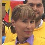 Fuerte columna de @AliciaArango contra el presidente @JuanManSantos https://t.co/EmNl05iwBN https://t.co/WHD59jesim