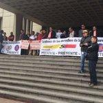 Empleados bloquean entrada al SúperCade de la 30 en Bogotá por proyecto de venta de ETB. https://t.co/omeJlHw0iD https://t.co/yunvp2xO8a