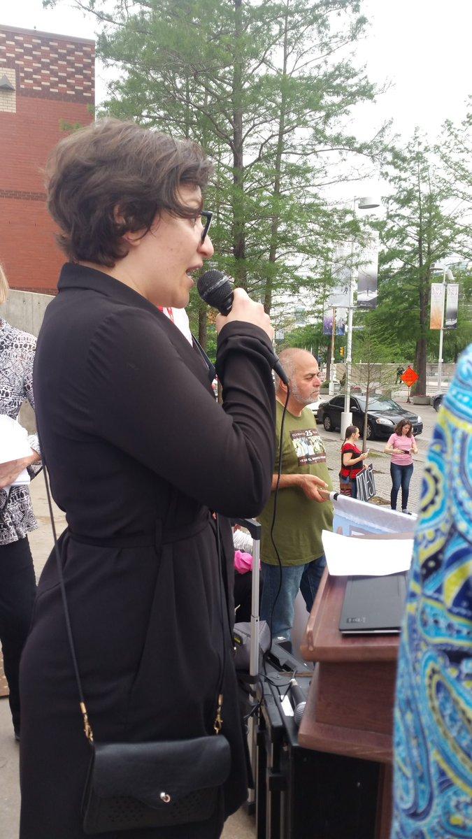 Anna Kalinsky, granddaughter of Exxon climate scientist, says that Exxon has lost scientific integrity. #ExxonAGM https://t.co/4VsVoanQdr