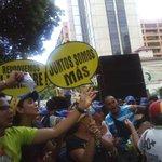Los venezolanos no tenemos miedo. Nicolás: ¡te vamos a revocar! #TSJvsPueblo #RevocatorioYA https://t.co/xKaQyIKqb0