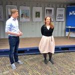 Voorzitter @MvdBurgwal en metro-columniste @umarebru openen pop-up-vrijdenkersruimte op het Plein in Den Haag. https://t.co/s7ySrWLEGY
