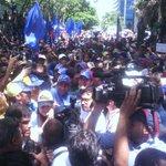 AHORA @hcapriles en concentración en El Rosal para exigir al Poder Judicial respeto a la Constitución #TSJvsPueblo https://t.co/zWL9JqrmiQ