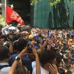 Capriles: Constitucion en Mano venimos a decirle a estos jueces corruptos que nada ni nadie va frenar el Revocatorio https://t.co/VylI0SDNqV