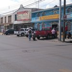 #Saltillo: Camioneta Ford a exceso de velocidad en Pte Cárdenas, sin encender direccionales y se lleva motociclista. https://t.co/VtnO5tirla