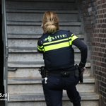Bijzondere video van schietende agenten op de #Weesperstraat in #DenHaag op onze website: https://t.co/wRqWXeyj6C https://t.co/jjqmgcoxbg