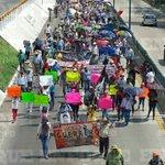 Marchan miles de maestros en #Chilpancingo toman la Autopista del Sol hacia el sur de la ciudad https://t.co/HDbQGC2rHA