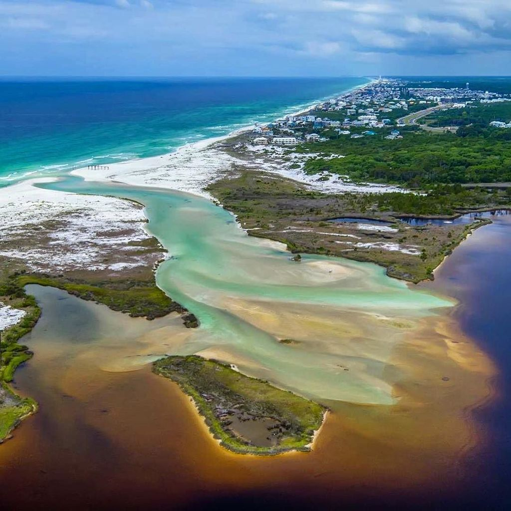 Rare #30A natural phenomenon when the #gulfofmexico flows back into our coastal dune lakes… https://t.co/rZqzNywpNT https://t.co/AU2u8FyqO1