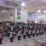 Regimiento de Patricios tocando en súper chileno xq el Presidente decidió no hacer acto oficial el Día de la Patria https://t.co/rL81O63Ti9