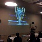 Elena Vázquez perfora planos de cartón, corta berenjenas y predice la final de la champions:curvatura!#pint16scq https://t.co/oApfJtE9k8