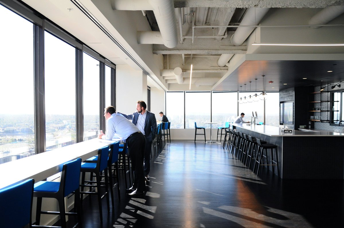 Colleagues enjoy the view from our CBRE Rise Cafe, a perk of our new Denver #Workplace360 office #WorkplaceWednesday https://t.co/umXr5RzPBX
