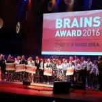 Geweldig gezicht. Enthousiaste prijswinnaars #Brainsawards. TU/e, 2 x in de prijzen: Jimfit en Creatinine Biosensor https://t.co/x2aoyuZHk4