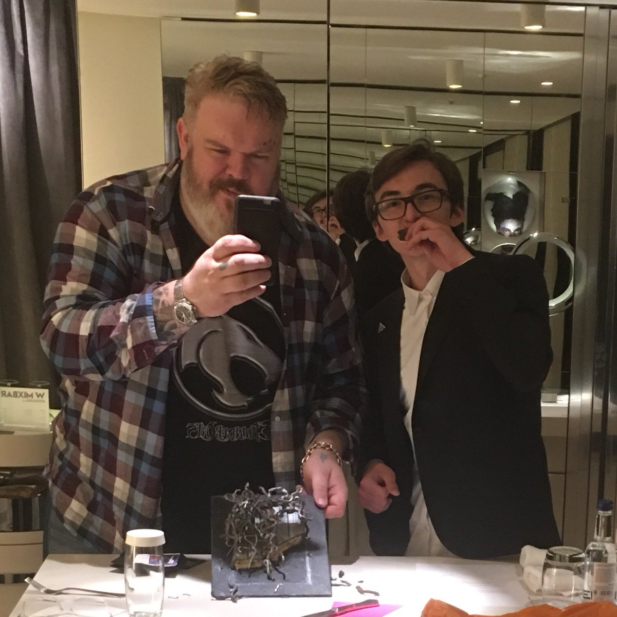 Even after all he's done to poor hodor. I'm still sharing my cake with @Isaac_H_Wright  #love  #gameofthrones https://t.co/xJXHu7RVGj