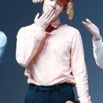 [HQ] 160514 V @ Myeongdong Fansign | © DELIGHT V #BTS #방탄소년단 #뷔@BTS_twt https://t.co/xEzuoTg5ih